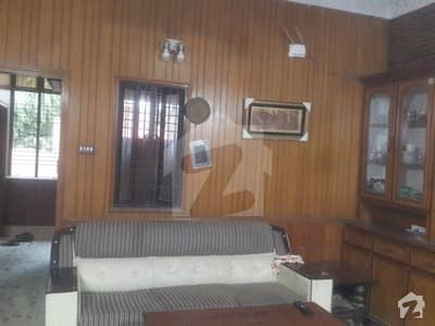 10 Marla Facing Park House Available In Iqbal Town