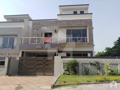 Outstanding 10 Marla House For Rent