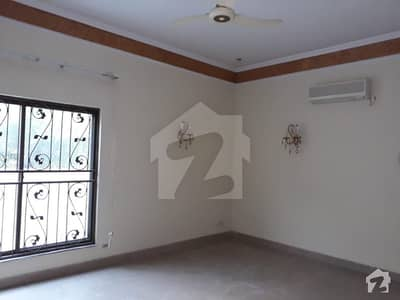 One Kanal 5 Beds House For Rent
