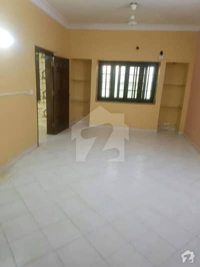 deffence phase 6 nishat commercial 3 bed room 1800 sq feet full floor appartment available for rent