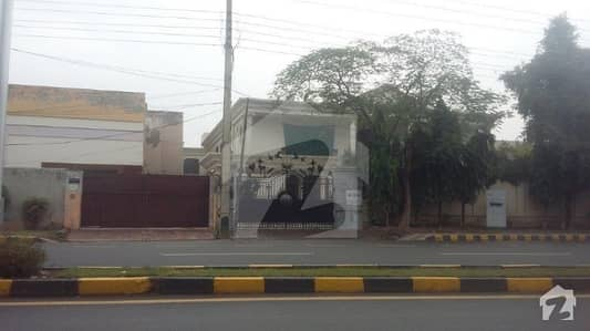 02 Kanal Used Self Constructed Bungalow Model Town Lahore