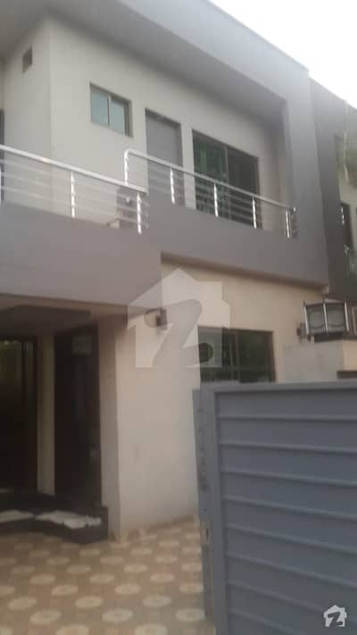 10 Marla Double Story Ideal Located Beautiful House Available For Sale
