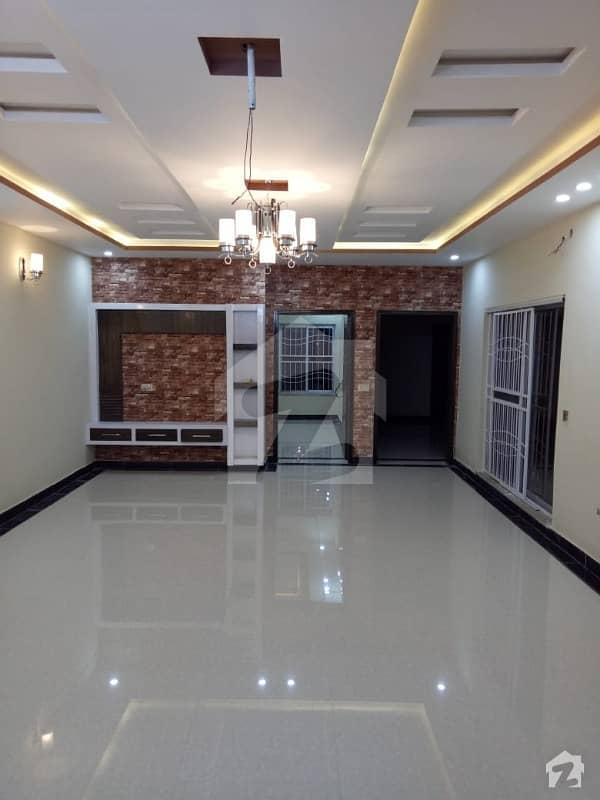 پنجاب گورنمنٹ ایمپلائیز سوسائٹی لاہور میں 3 کمروں کا 10 مرلہ بالائی پورشن 35 ہزار میں کرایہ پر دستیاب ہے۔