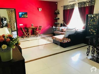 E112 prime Location new House 5beds 5 Baths 2 kitchens SQ Pindi face