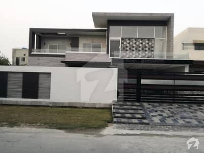 Valencia Block B near Jamia Masjid 1kanal brand new luxury bungalow is available for sale double store
