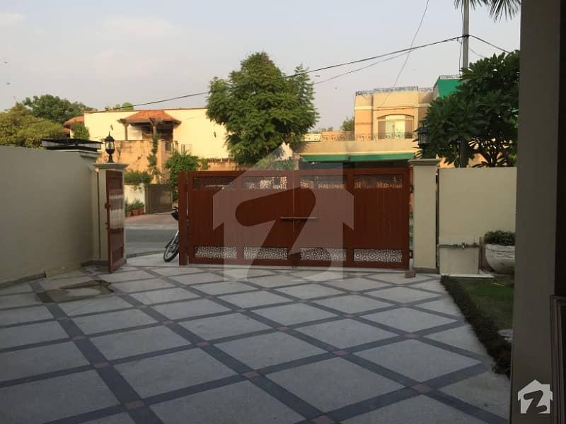 سرور کالونی کینٹ لاہور میں 6 کمروں کا 1.6 کنال مکان 3 لاکھ میں کرایہ پر دستیاب ہے۔