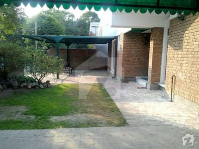 32 Marla askari villas shami road bungalow owner is much needy