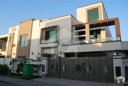 10 Marla Used Corner House In Tariq Garden Lahore