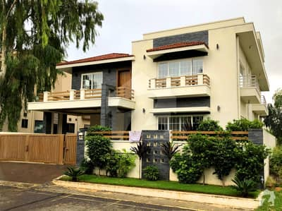 Amazing 1 Kanal Brand New House With Basement For Sale