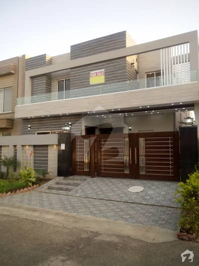 10 Marla Beautiful Design Bungalow For Sale