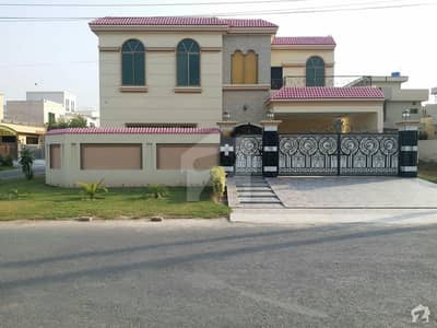 House Is Available For Sale In Izmir Town - Block P