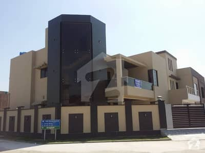 10 Marla Corner Beautiful Luxury Living Opportunity House For Sale