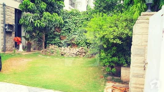 House Available For Sale In Model Town