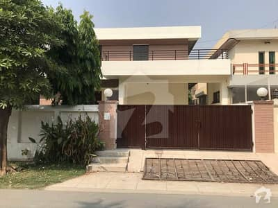 One Kanal House Ideal Location Avialable For Rent