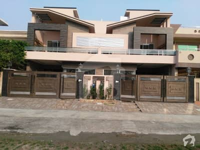 Johar town 10Marla Duplex brand new Awesome bungalow ideal for two Brother double storey