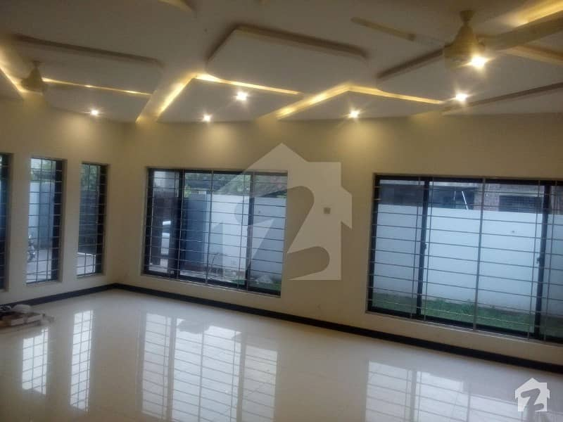 1 Kanal ALMOST BRAND NEW LOWER Portion in NFC SOCIETY BLOCK B Near Park at prime location
