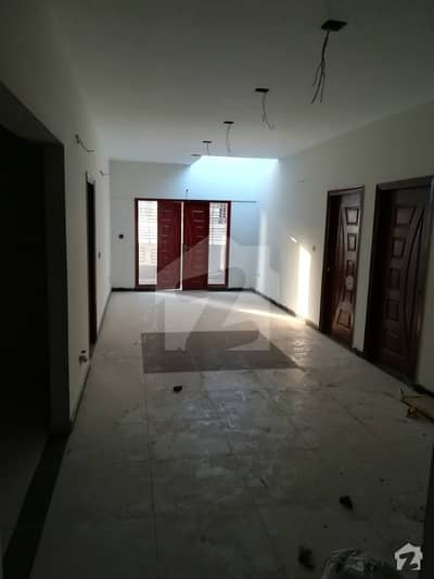 3 Bed D/D Flat With Top Roof For Sale