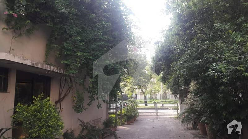1244 Sq Yd House Is Available For Sale  Near To F7 Markaz Jinnah Super Area