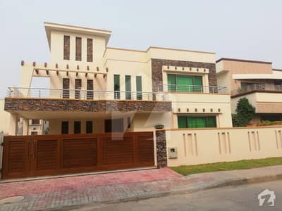 1 Kanal Design New  Aesthetic Bungalow For Sale