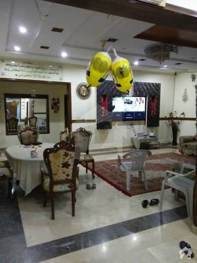 One Kanal Luxurious House On 60 Feet Wide Road In Architect Society Lahore