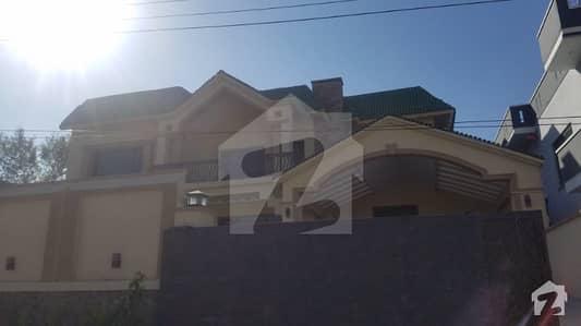 1 Kanal Beautiful Outclass Brand New House