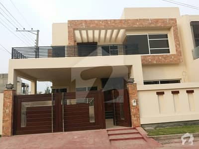 10 Marla Corner  Park Facing  House Available For Sale In Tech Town Block J (tnt Colony )main Satiana Road Faisalabad
