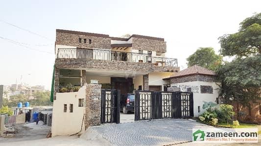 10 Bedroom Triple Unit Luxury Corner House For Sale