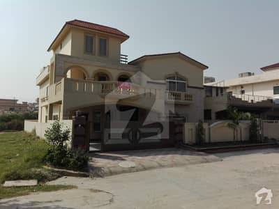 Corner House For Sale In National Police Foundation