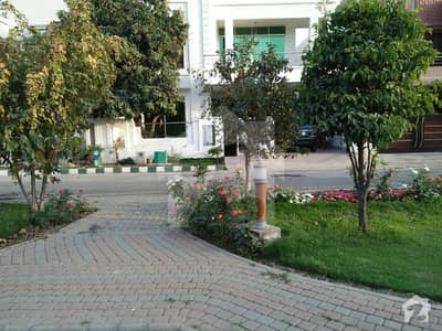 1 Kanal Portion For Rent In Sukh Chayn Gardens - Block C Lahore