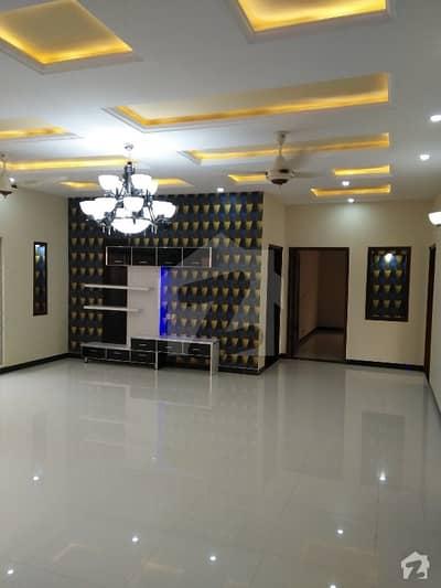 پی آئی اے ہاؤسنگ سکیم ۔ بلاک ایف پی آئی اے ہاؤسنگ سکیم لاہور میں 3 کمروں کا 1 کنال بالائی پورشن 40 ہزار میں کرایہ پر دستیاب ہے۔