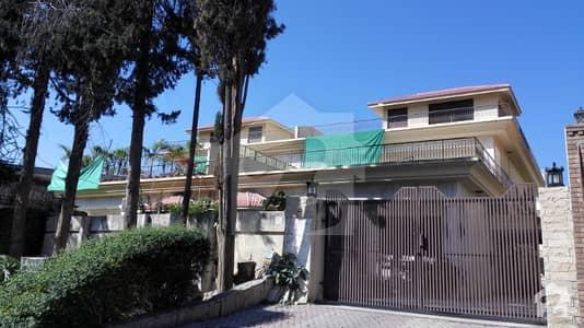 1022 Sq. Yard Duplex House For Sale