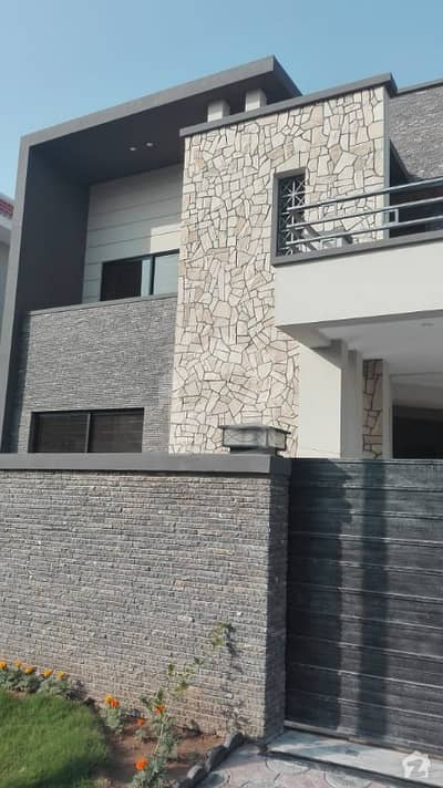 One Kanal House For Sale With 6 Bed