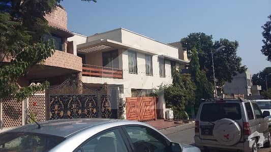 Upper Portion Of 1 Kanal House With 3 Bed For Rent