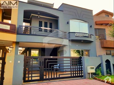 Beautiful 10 Marla High Quality House For Sale