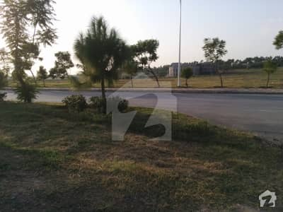 An Elegant Location 1 Kanal Farm House Land For Sale On Central Avenue In Gulberg Greens - Block C