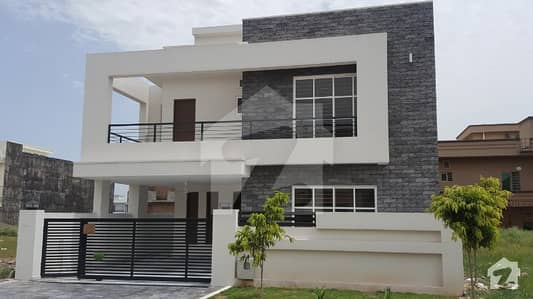 Beautiful 5 Bedroom Double Unit 10 Marla House