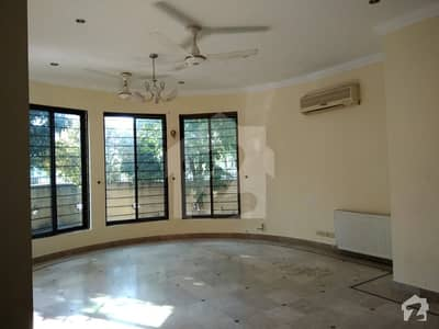 Out Class House For Rent 7 Bedroom
