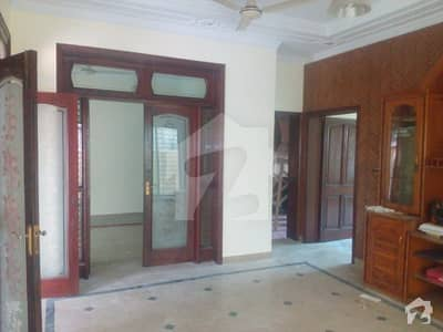 10 Marla Outstanding Villa For Rent  Low Price  Hot Location