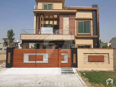 10 Marla Brand New House At Prime Location 130 Feet Wide Road In Central Park