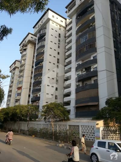 SEA CLIFF APARTMENT 4 Bedrooms DD  Ground Floor for SALE in Clifton