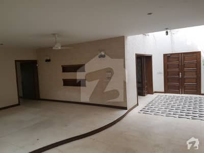 House In F-8 Totally Tiled Wooden Flooring 7 Beds With Beautiful Garden