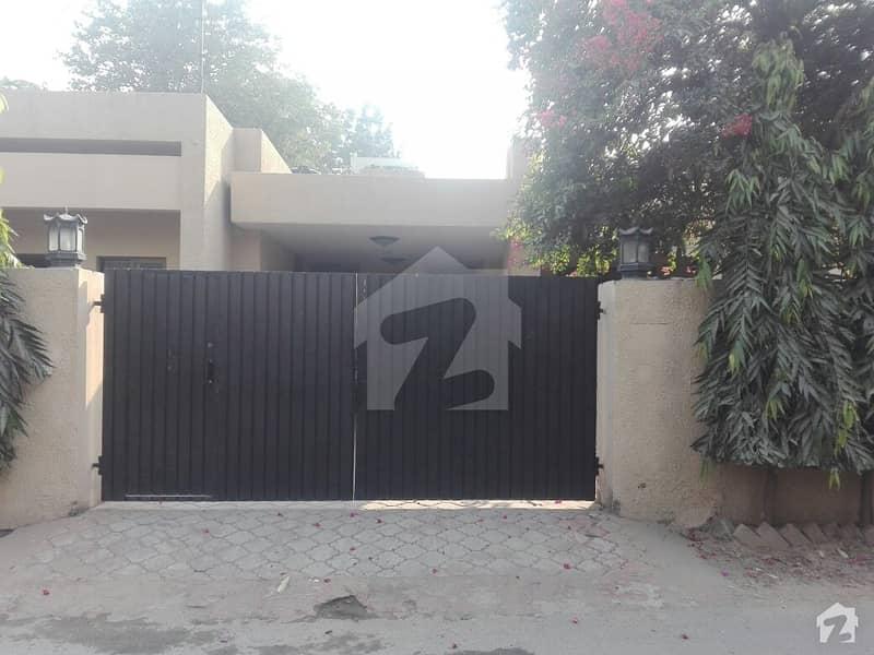 کینٹ لاہور میں 3 کمروں کا 2 کنال مکان 14 کروڑ میں برائے فروخت۔