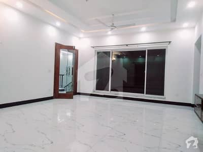 Brand New One Kanal Upper Portion Excellent Location