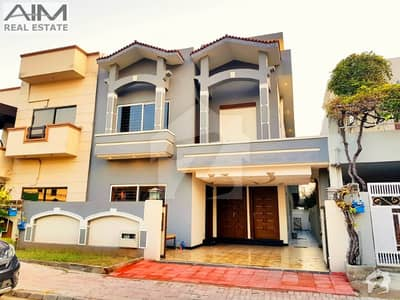 Beautiful High Quality 10 Marla House For Sale