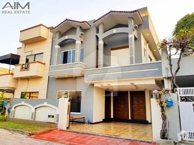 Luxury 10 Marla House House For Sale