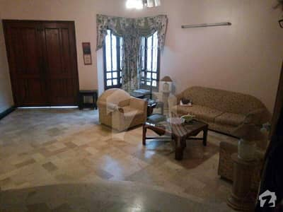 fully furnished 1bedroom attached washroom common kitchen lounge in benglow  with water dha6rent