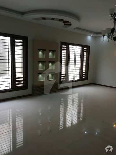 DHA Phase 5 Bungalow outstanding 5 Bedrooms Drawing Dining Huge Lounge Parking Rent