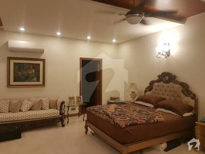 ڈی ایچ اے ڈیفینس لاہور میں 5 کمروں کا 1 کنال مکان 3 لاکھ میں کرایہ پر دستیاب ہے۔
