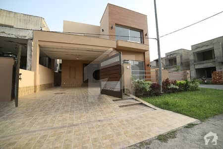 10 Marla Out Class Location Corner House Divine garden for sale