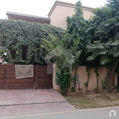 10 Marla Villa For Rent Good Location Near To Park